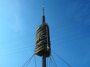 Torre de comunicaciones de Barcelona. Imagen obtenida de Pixabay.com (CC0 - Dominio Público).